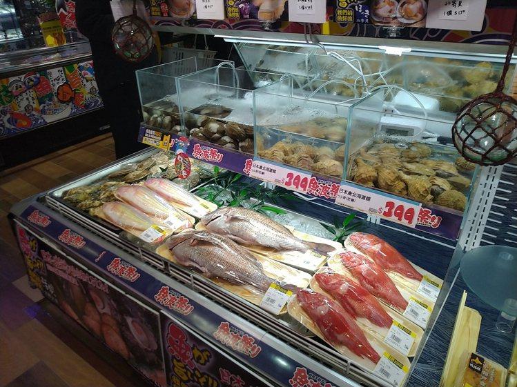 現場販售有直送海鮮。記者黃仕揚/攝影