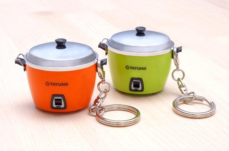 大同公司與統一超商子公司愛金卡攜手合作,聯名推出超Q迷你版紅/綠大同電鍋icash2.0,讓大同電鍋從廚房神器進化到造型電子票證。(圖:大同提供)