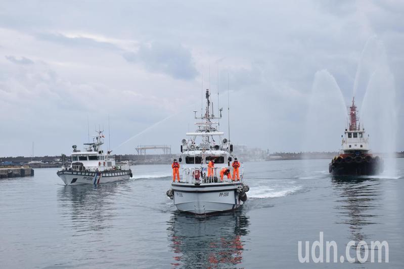 花蓮海巡隊今天舉辦「3590艇新艦成軍典禮」,新造巡防艇3590艇抵達花蓮港。記者王思慧/攝影