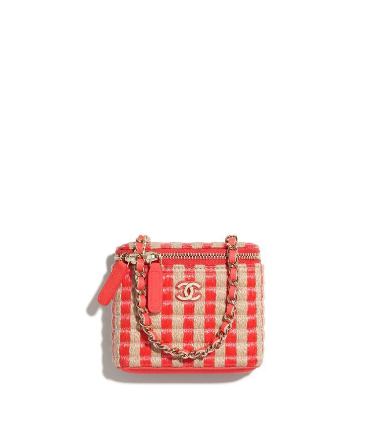 米紅雙色拉菲草編織皮穿鍊帶小包,41,900元。圖/香奈兒提供