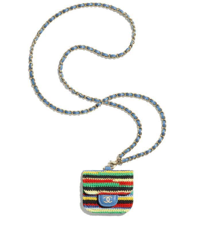 多彩編織藍色皮穿鍊耳機包,44,100元。圖/香奈兒提供