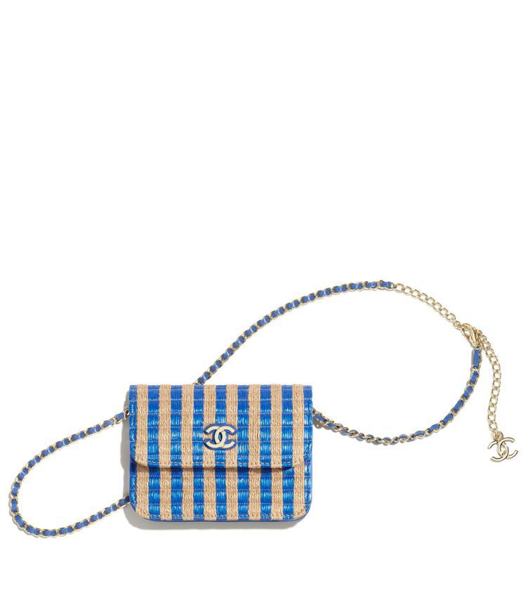 米藍雙色拉菲草編織皮穿鍊帶小包,44,100元。圖/香奈兒提供