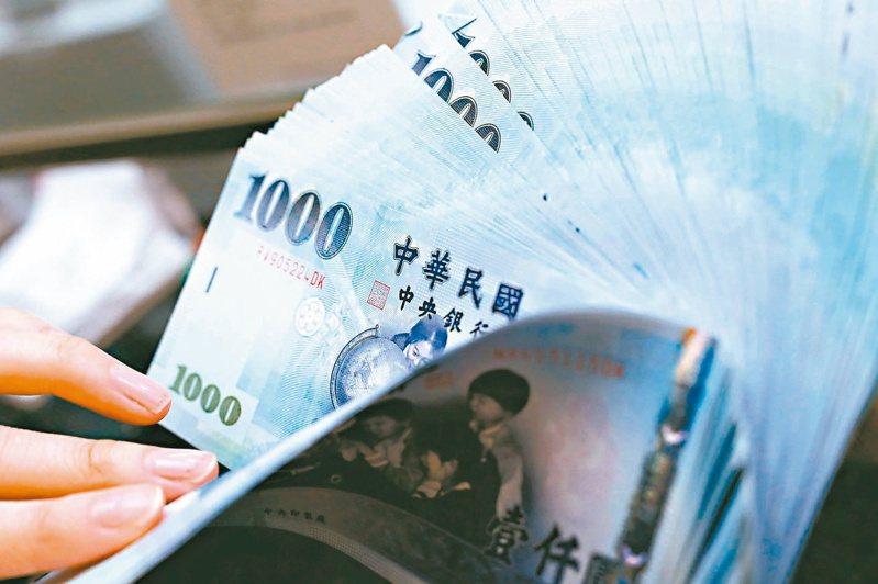 逾四成民眾預估今年年終獎金領不到一個月,勢必要將領到的每分錢用在刀口上。圖/聯合報系資料照片