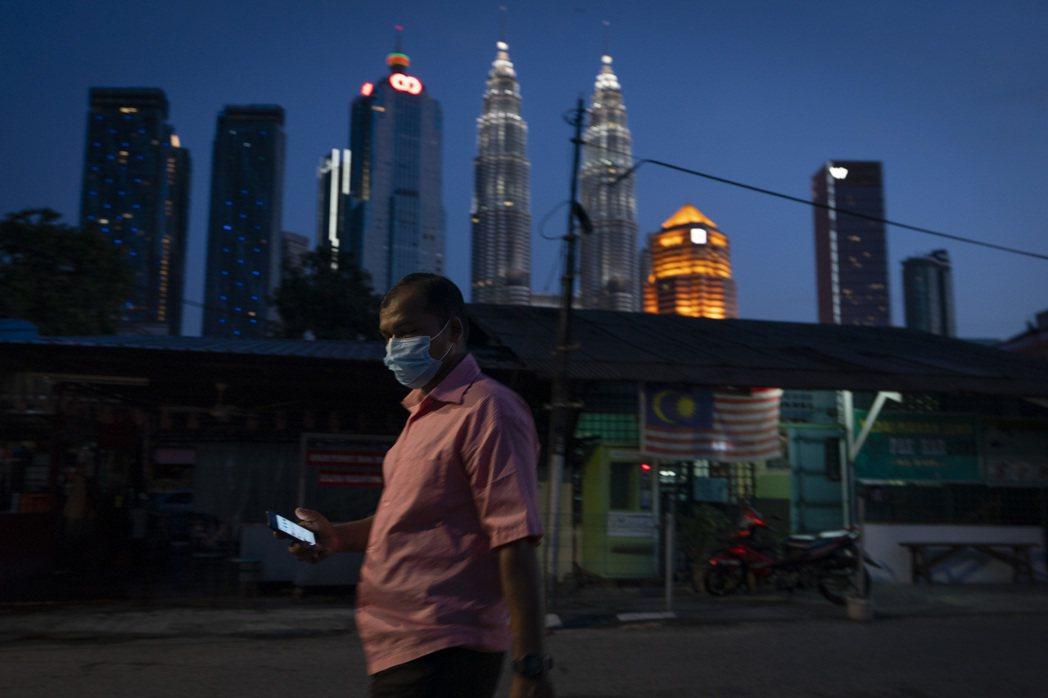 馬來西亞18日宣布新紓困計畫來緩解疫情對經濟造成的衝擊。美聯社