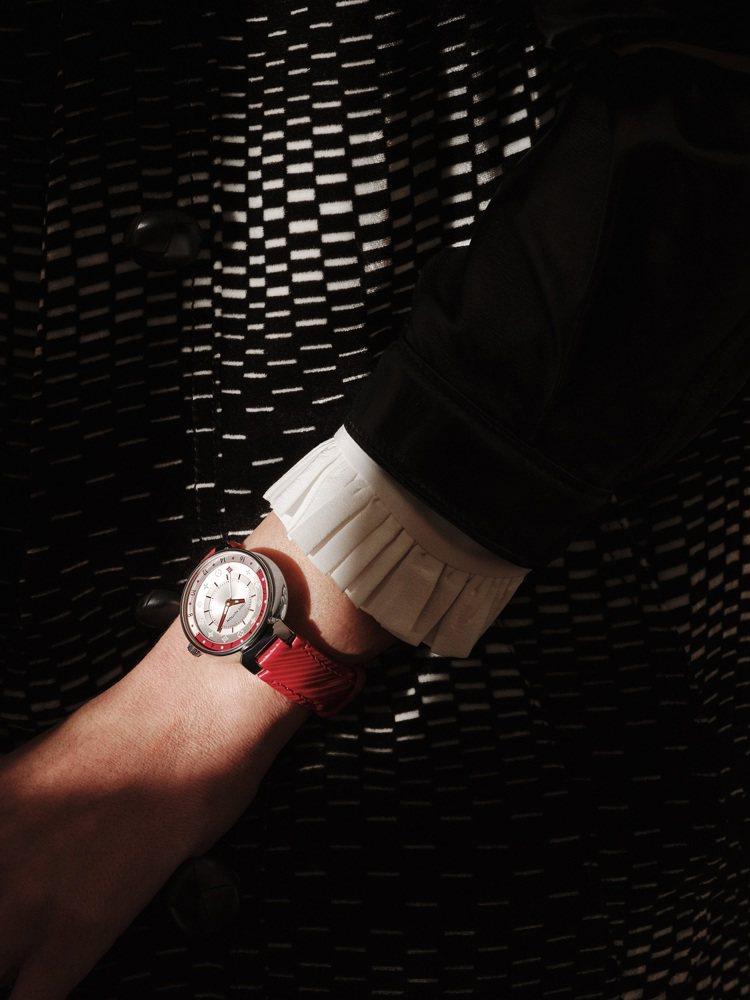 路易威登Tambour Moon Dual Time系列雙時區腕表,12萬4,0...