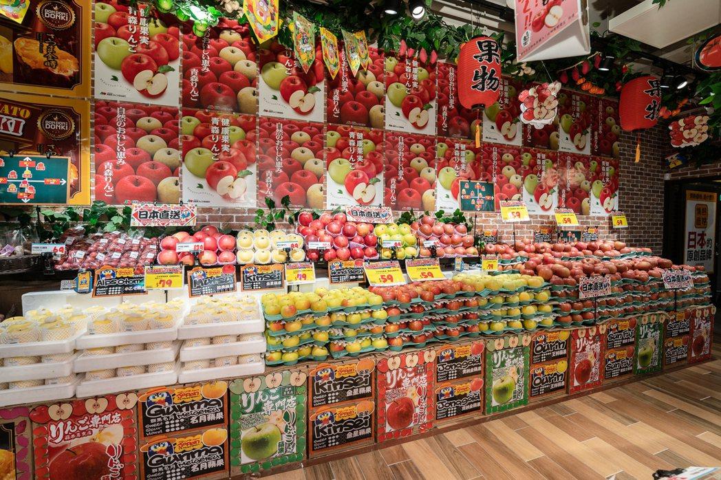「DON DON DONKI」台灣首店因應台灣人的喜好,店鋪供應了多個蘋果品種供...