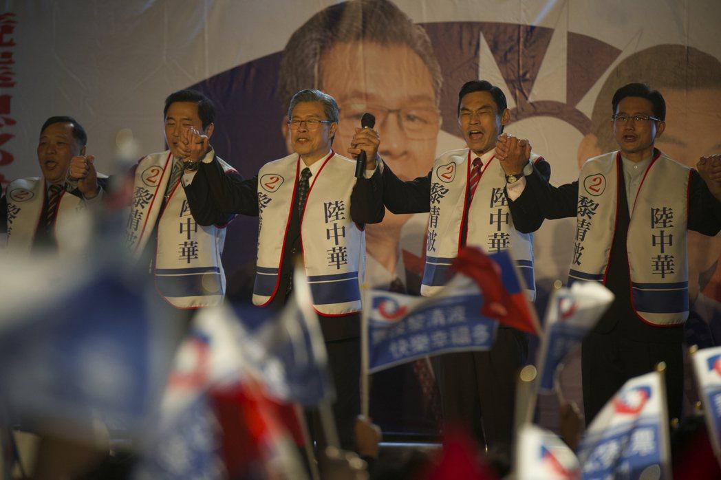 「國際橋牌社2」重現1996年首次總統直選的造勢晚會盛況。圖/國際橋牌社提供