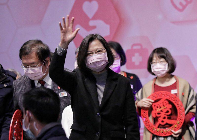 蔡英文總統今天晚上出席「2021年台灣社會福利總盟聯合感恩餐會」。圖/總統府提供