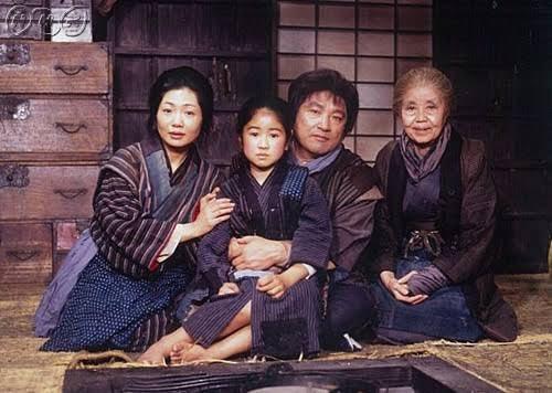 泉平子(左起)、小林綾子、伊東四朗、大路三千緒在「阿信」中演一家人。圖/摘自tw...