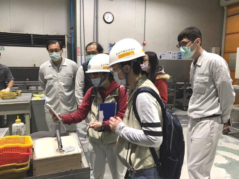 台南市政府勞工局昨起啟動「春安檢查」計畫,加強勞動檢查。圖/南市府勞工局提供