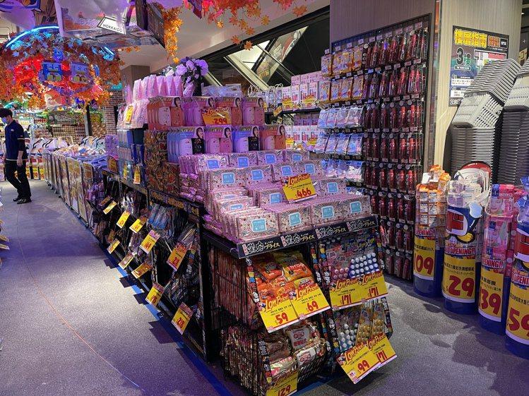 櫻花限定款Saborino早安面膜也是熱門矚目商品。記者黃筱晴/攝影