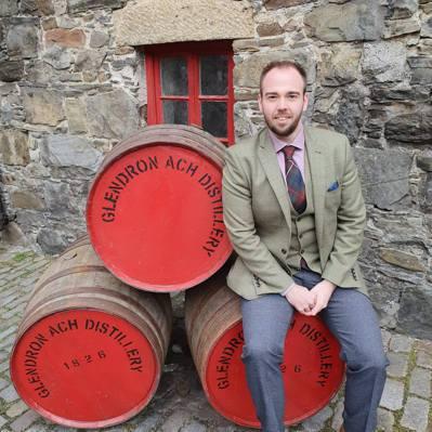 Stuart Fear親自造訪格蘭多納酒廠。圖/摘自Stuart Fear臉書