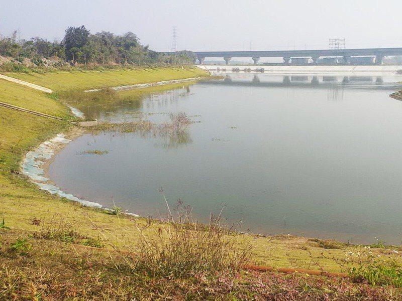 各地紛紛建造滯洪池,但多數以防洪和休閒為主要功能,遇旱季可用來灌溉的並不多。記者蔡維斌/攝影