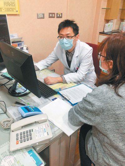 賴軍皓醫師說,心血管疾病及三高患者,每年健檢時應多做頸動脈超音波或心臟超音波檢查...