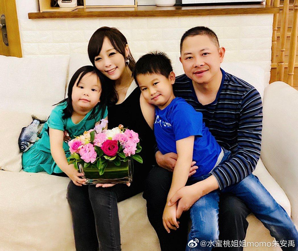 小蜜桃姐姐如今已結婚10年。圖/擷自微博