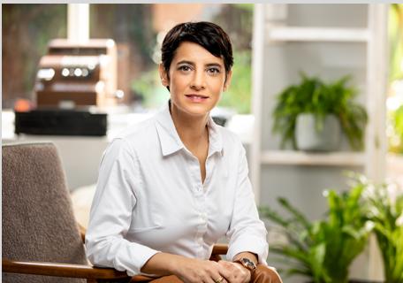《虎之霸》作者英貝兒出身以色列最精銳的情報特種部隊,役期結束後進入特拉維夫大學攻讀法律與經濟學位,取得創業與策略MBA碩士。遠流提供