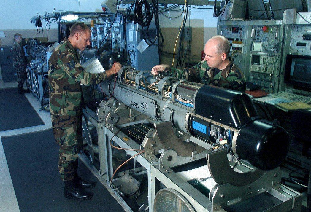 ALQ-184電戰莢艙。 圖/維基共享