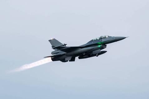 美軍變卦、台灣重災?空軍F-16戰機電戰系統之爭方興未艾