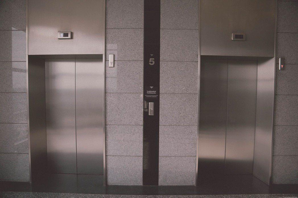 網友指出,搭電梯反而更耗電。 圖/免費圖庫pixabay