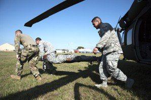 戰場上的保命救護之道:戰傷醫療與個人急救包