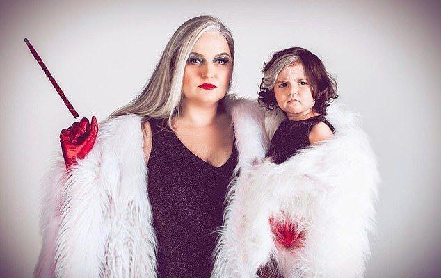母女倆天生都患有白斑病,局部頭髮會比其他部分頭髮亮。圖/取自dailymail