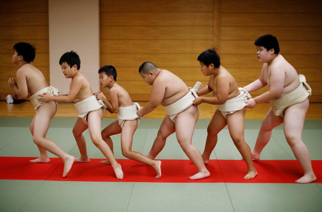 相撲是歷史悠久且傳統嚴格的日本國粹,除了先天的體格天賦外、反覆而痛苦的高強度修行...