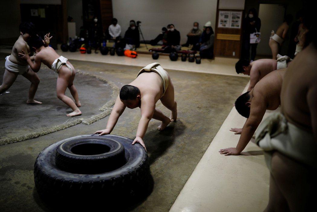 儘管力士的訓練之路是越早越好,但根據日本相撲協會的說明:現代社會的正規訓練,最低...