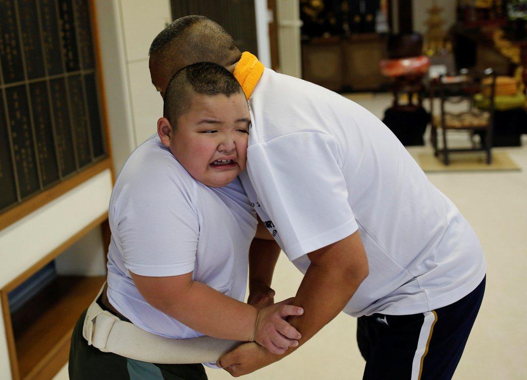 「我什麼也沒教他,這些都是毬太自己的天賦。」從小訓練毬太的熊谷爸,難掩驕傲地表示...