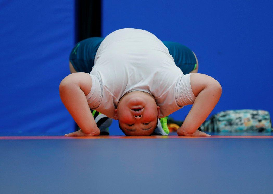 「相撲的鍛鍊是一種嚴格的修行,我想我不會用『享受』這個字眼來形容這段過程。」害羞...