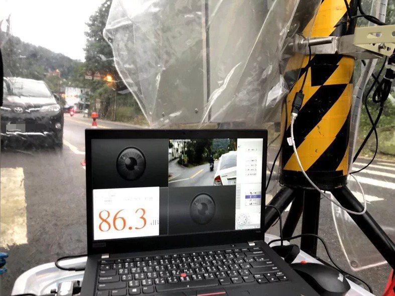 今年起聲音照相抓噪政令上路,讓許多車友及改裝車業者哀鴻遍野。 圖/新北市環保局提供