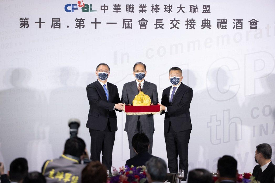 蔡其昌今天上任中華職棒聯盟會長。 記者季相儒/攝影