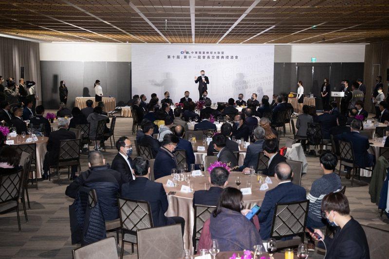 立法院副院長蔡其昌昨天接任第十一屆中華職棒聯盟會長,大批嘉賓觀禮。 記者季相儒/攝影