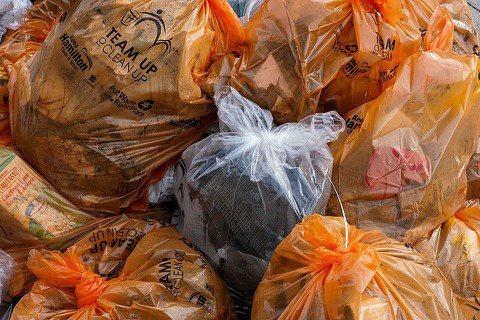 造成塑膠汙染的前20個國家,僅只有斯里蘭卡的法規,涵蓋了半數以上淨灘會發現的塑膠...