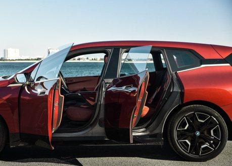 BMW iX的免鑰匙系統可望成為最安全的防盜設備?其中竟有缺一不可的條件!