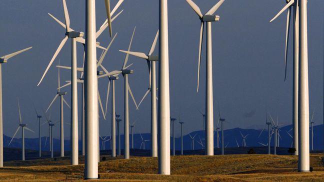 拜登計劃裝設大量的太陽能板及風力渦輪,若要發揮對抗氣候暖化的效果,仍必須依賴電池...