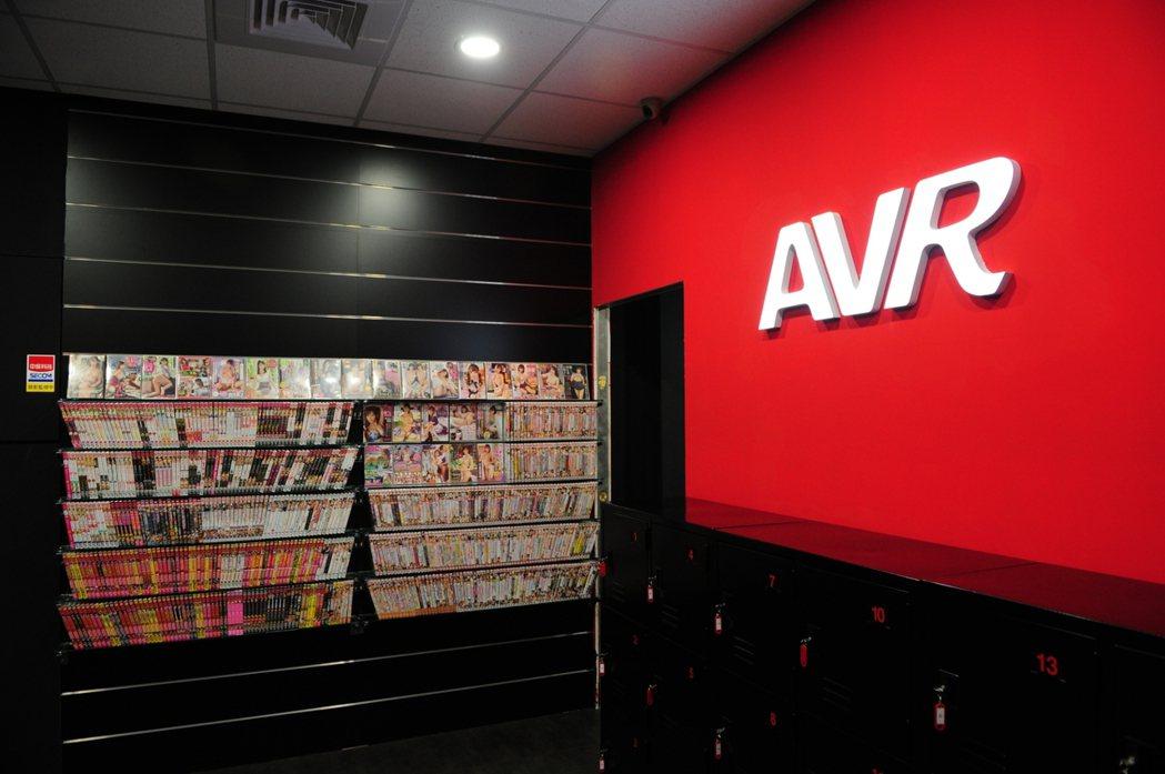 台灣第一家成人VR體驗館開始成為風潮,與低調的店面裝潢成為對比的是比日本更親切詳...