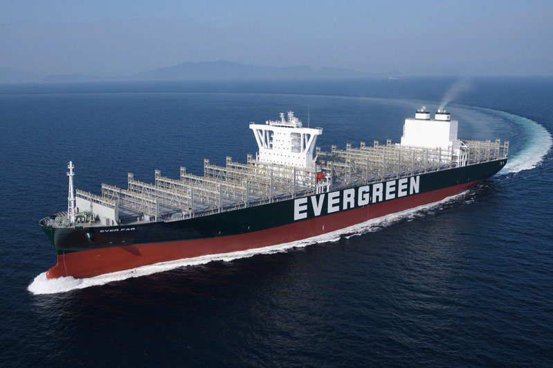 圖為長榮海運第七艘1.2萬 TEU級F型貨櫃輪「長至輪」。圖/業者提供