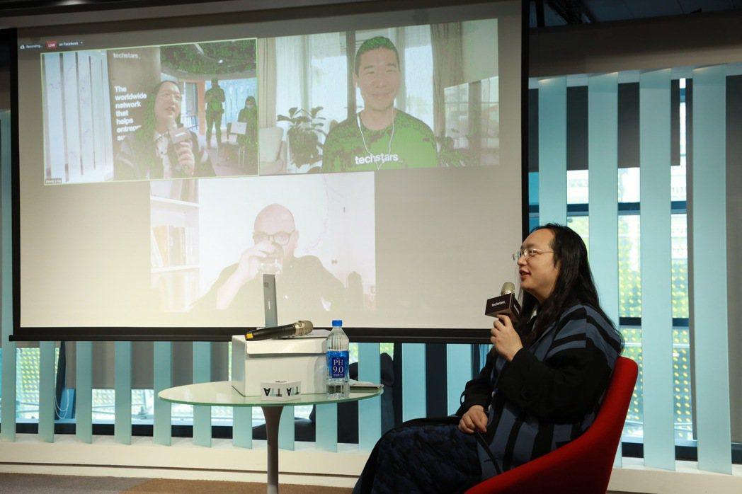 2021年Techstars首場活動邀請到行政院政務委員唐鳳一同與會,希望將海外...