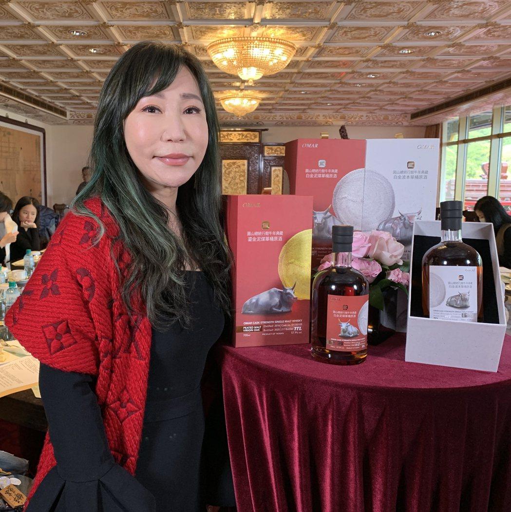 米爾斯創意執行長張珉珉大讚設計團隊巧思,打造紀念酒珍貴典藏的永恆價值。項家麟/攝...