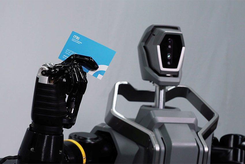 全球最大生活科技新聞網CNET不但以8分鐘專題影片報導工研院類人雙臂機器人,資深...