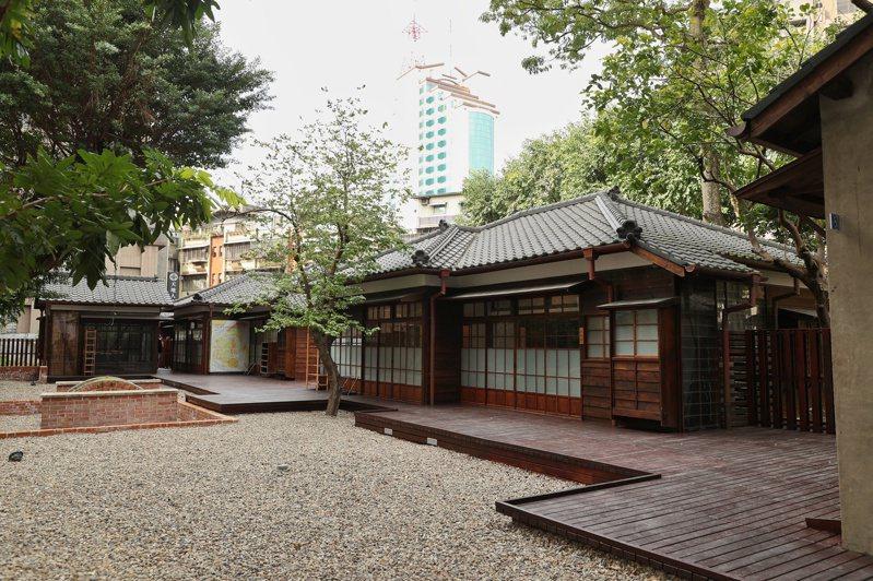 台灣文學基地前身為日治晚期日式宿舍,戰後也繼續作為宿舍使用。圖為宿舍外觀。記者曾原信/攝影