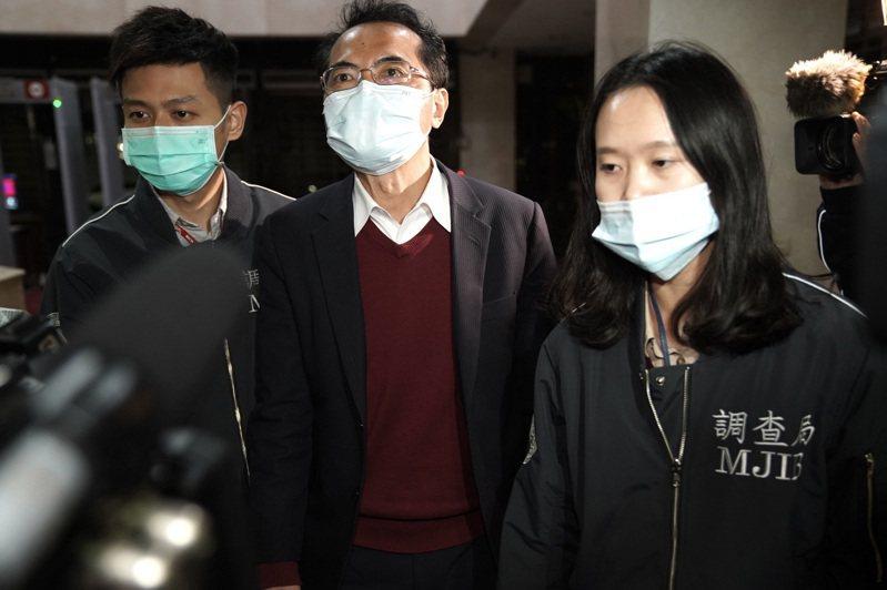 特偵組前發言人、律師張進豐被控涉嫌詐欺,昨晚移送台北地檢署複訊。記者賴佩璇/攝影。