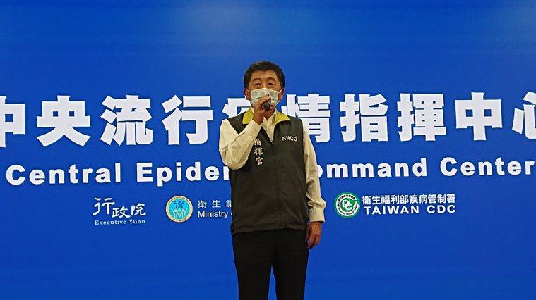 傳染疫護理師家人疑似確診,指揮中心發言人莊人祥向媒體說明,若有確診,一律在今天1...