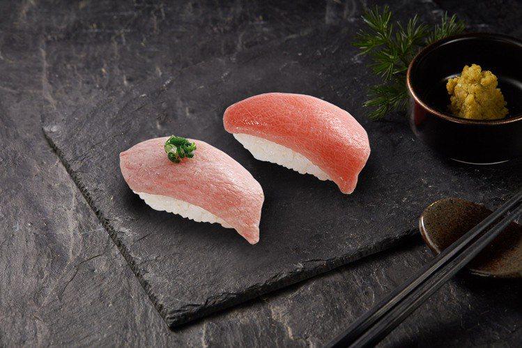 藏壽司期間限定推出「熟成黑鮪魚大肚」、「炙烤黑鮪魚大肚」等壽司。圖/藏壽司提供