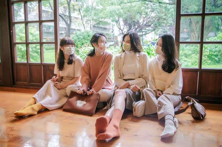 明基健康生活推出「幸福物語」日系醫療口罩,首波以「日本的思念」為設計主題。圖/明...