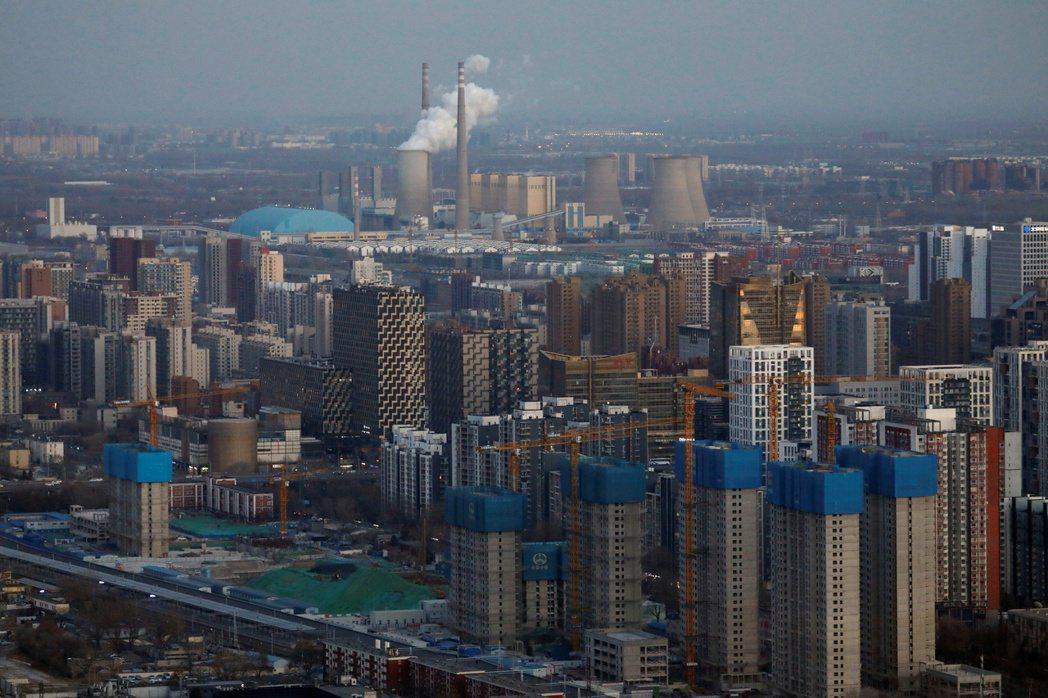 外國投資人2020年加碼把錢投入中國。路透