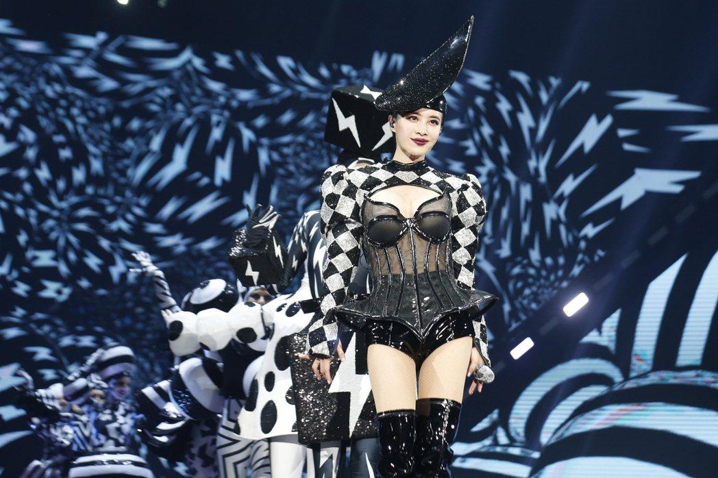 蔡依林去年底為「Ugly Beauty」世界巡演高雄站打造新戰袍。圖/凌時差提供