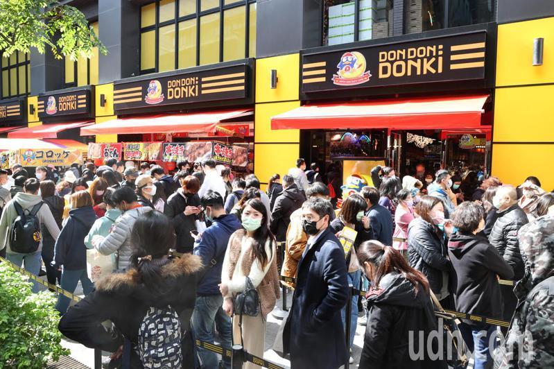 日本唐吉軻德「DON DON DONKI」今天正式開幕,西門町首店將24h營業。記者蘇健忠/攝影