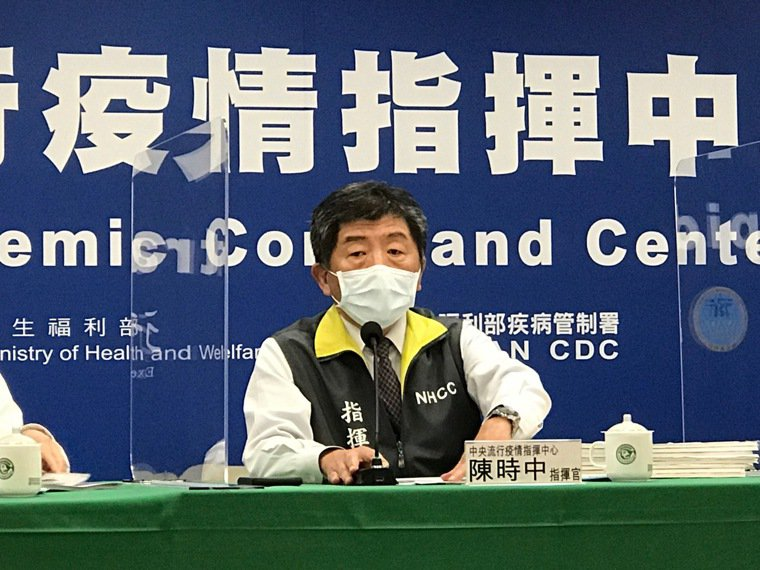 中央流行疫情指揮中心1月19日記者會出席名單,由左到右中央流行疫情指揮中心發言人...