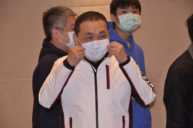 新北市長侯友宜針對延燒的疫情召開緊急應變會議。記者張哲郢/攝影